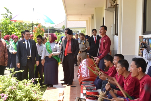 Abah-Anton-School-Touring-L-to-L-Exhibition1