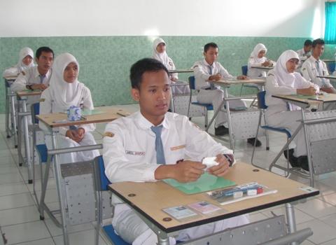 Pelaksanaan-Ujian-Nasional-2013