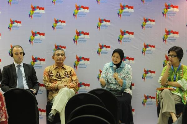 Pembicara-dari-kiri-Mr.-Matthieu-Prof.-Jazidi-Ibu-Niken-Asih-Prof.-Anita-Lee