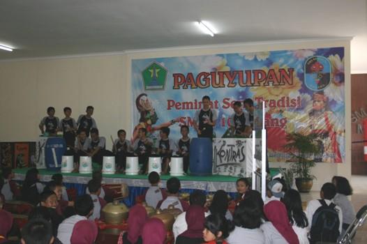Penampilan-Tim-Prusik-SMAN-10-Malang