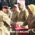 Penghargaan kepala sekolah berprestasi oleh walikota Malang  Bp. Peni Suparto