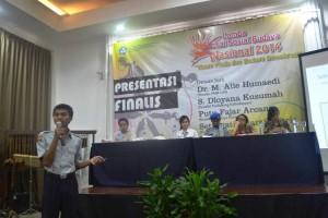 M. Arief Wicaksono - Presentasi Lomba Esai Sosial Budaya Tingkat Nasional 2014
