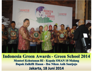SMAN 10 Malang menerima penghargaan Indonesia Green Awards - Green School 2014..