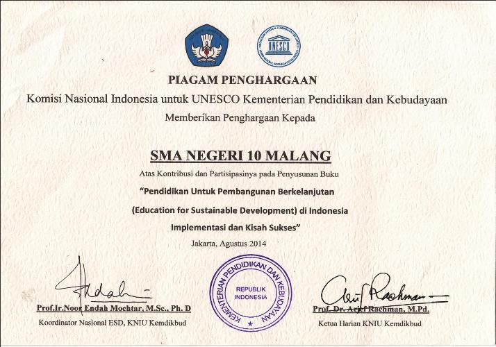 Piagam SMAN 10 Malang ESD - UNESCO - Kemdikbud RI.