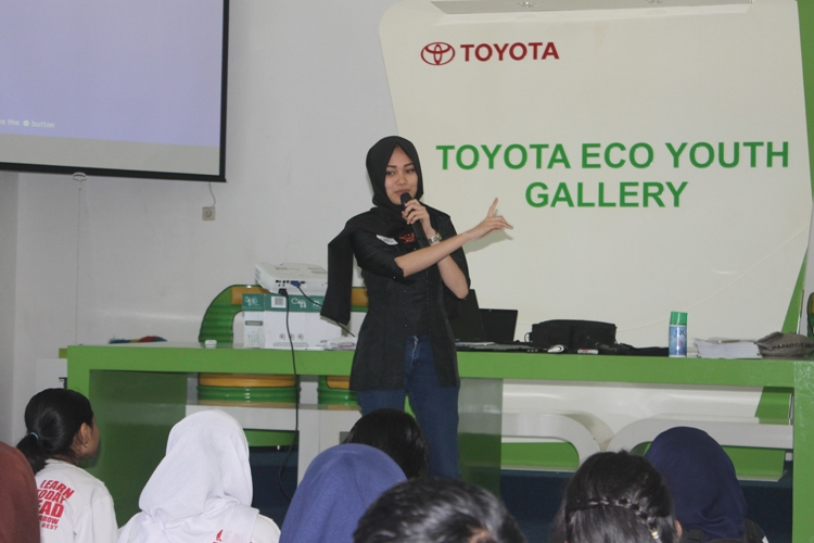 Amelia Mardikawati (alumni pemandu) - sharing materi dan pengalaman pemandu sekolah