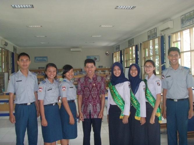 Foto Bersama di Perpustakaan SMAN 10 Malang Kampus 1