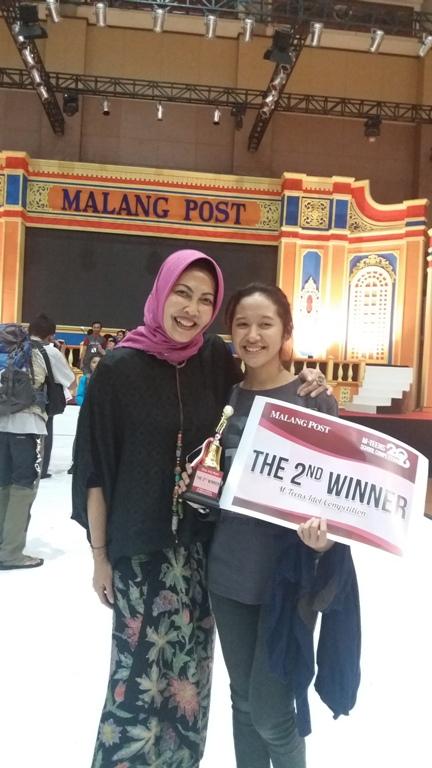 Mafryanda foto bersama dengan Ibu Dewanti Rumpoko selaku Komisaris Malang Post