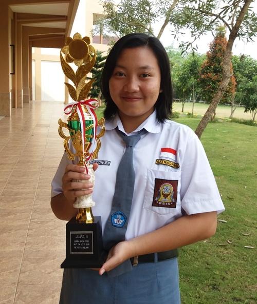 Ratih Nurmalita Hapsari - Juara 2 Lomba Baca Puisi