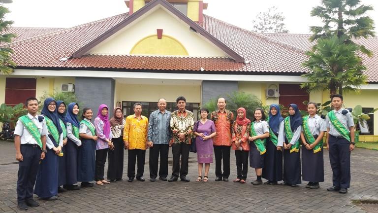 Foto Bersama Bapak Kepala Dinas Pendidikan Propinsi Jawa Timur