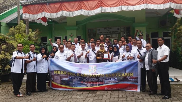 Foto Bersama Tamu Kunjungan Studi Banding MKKS SMA Kab. Banyuasin