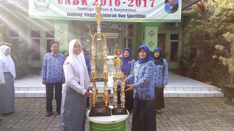 Piala Bergilir dan Juara 1 lomba PBB GARUDA PPI Kota Malang 2017