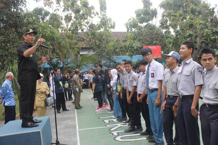 Quiz Abah Anton untuk siswa Satradhirsa