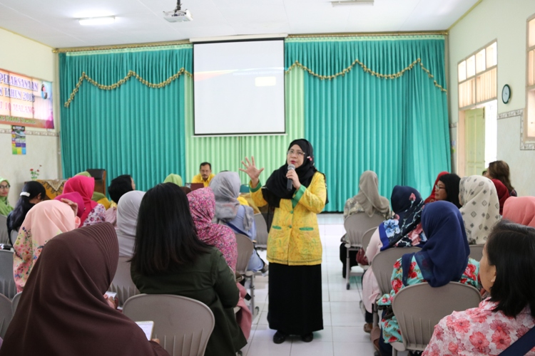 Pengarahan Ibu Husnul Chotimah - Kepala SMAN 10 Malang