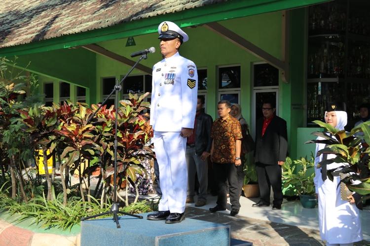 Inspektur Upacara - Bapak Saiku - LANAL TNI AL Malang