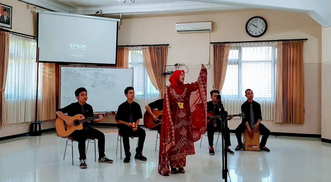 Penampilan Juara 2 Musikalisasi Puisi SMAN 10 Malang